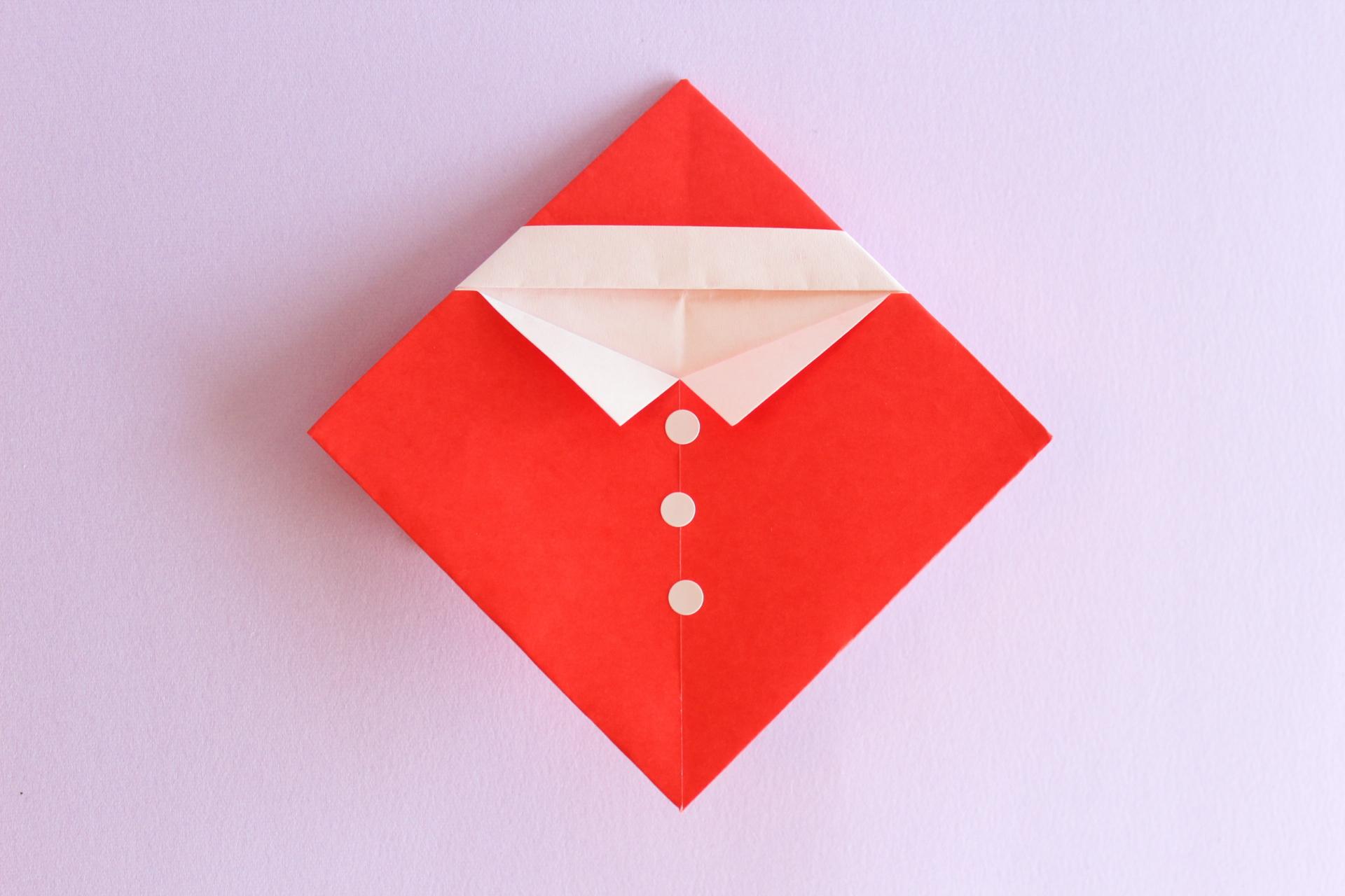 折り紙で簡単なサンタさんの完成