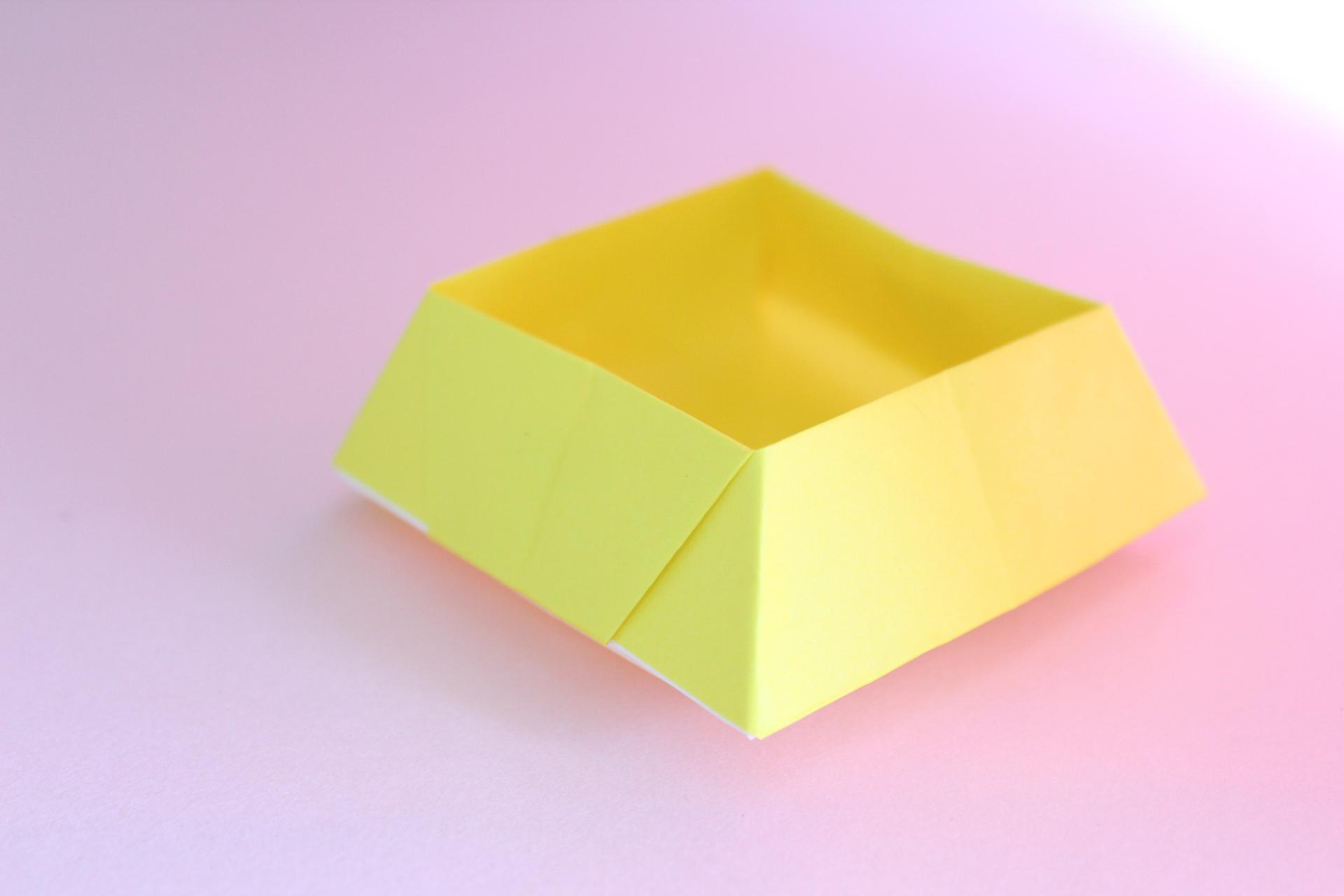 全面同じ色の菓子鉢