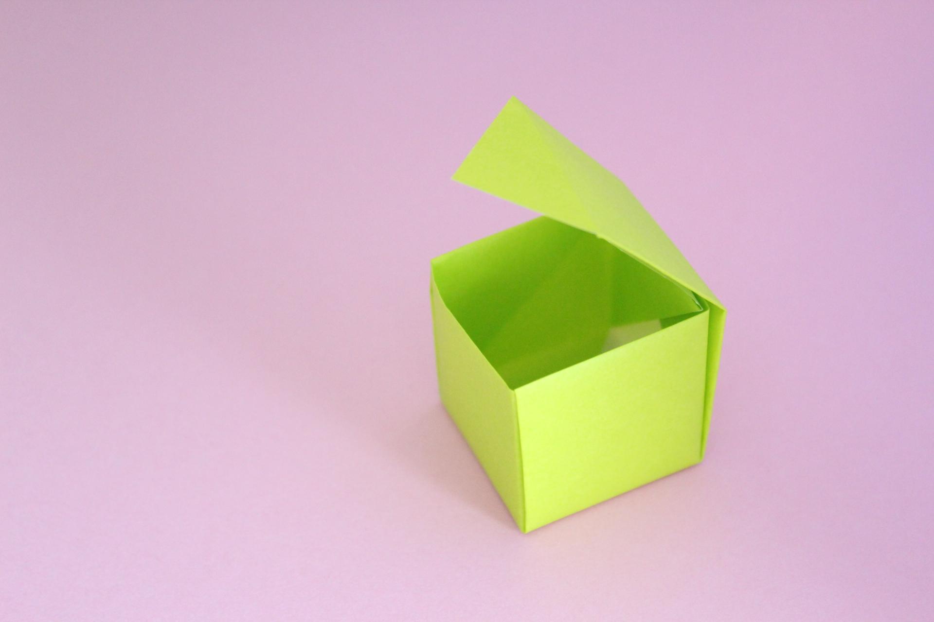 フタ付きの箱