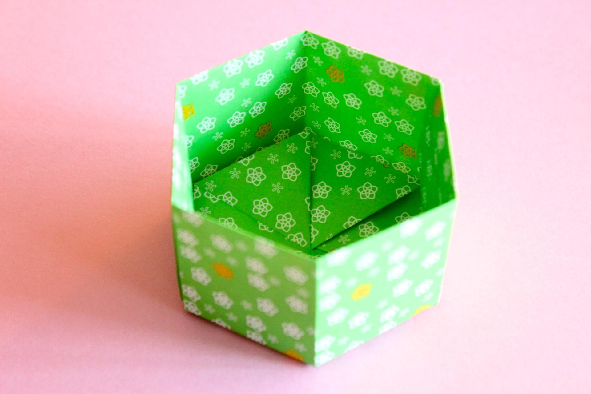 折り紙で六角形の箱の折り方