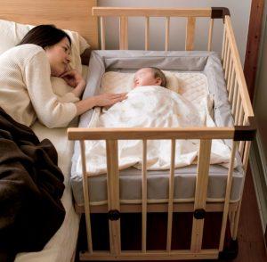 ファルスカのコンパクトベッドで添い寝